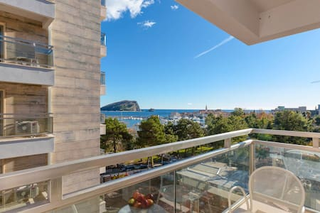 Luxury 1BD Apartment in City Center - Beachfront