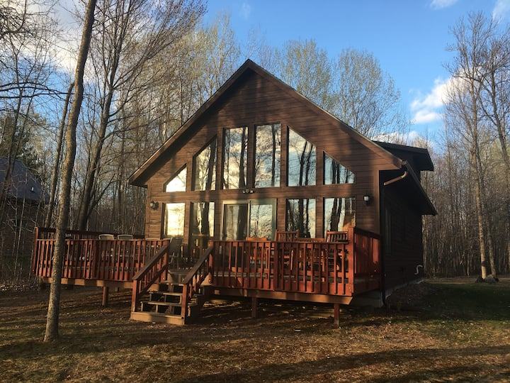 Chalet-Style Cabin on Nelson Lake