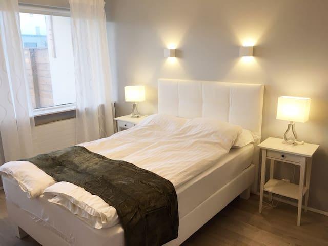 Urdarbakki 30 (Room 1)