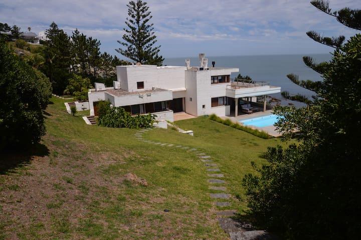 Casa a orillas del mar en Punta Ballena