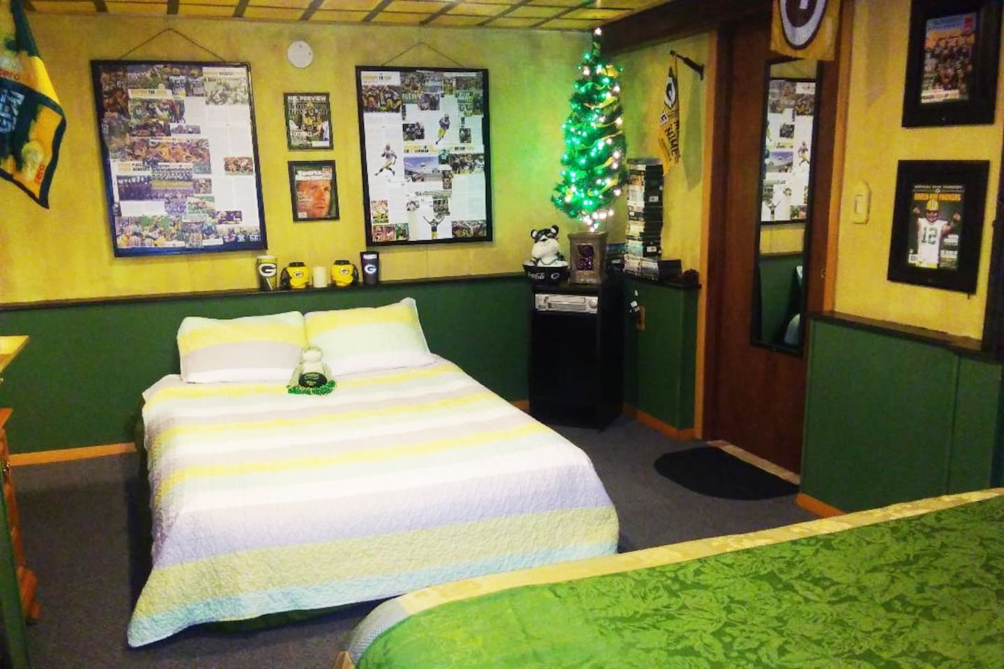 A little GreenNGold... (2ND BED SET UP UPON REQUEST)