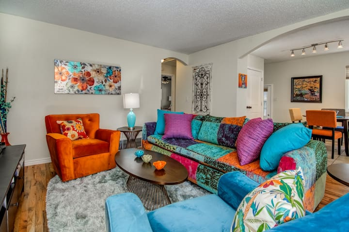 Bijou Bungalow! In the Heart of Old Colorado City!
