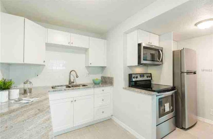 ☀️Private Room w/Shared Kitchen_Close to Downtown☀️