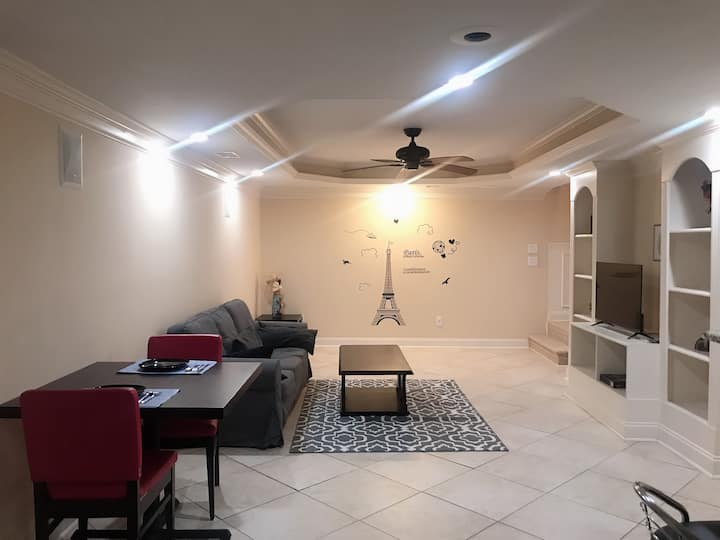 Clean and chic basement home Near Mall of Georgia