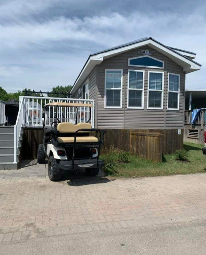 Like New 2 bedroom -Sherkston Trailer DUN