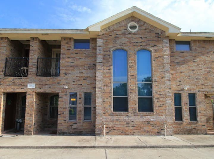 BEAUTIFUL TOWN HOUSE GATED 3 BEDROOMS