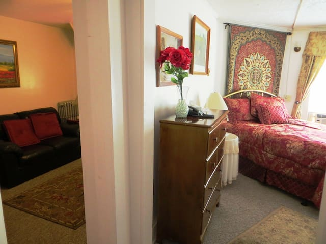 Romantic In-Room Jacuzzi Suite - North Conway - Bed & Breakfast