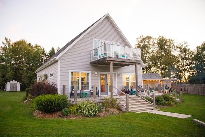 Coastal Golf Cottage with Beach Access, Sleeps 14