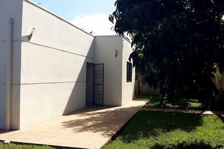 Ariala Etxea: Moderna casa 4h, 2b, amplio jardín. - Ticuantepe - Hus
