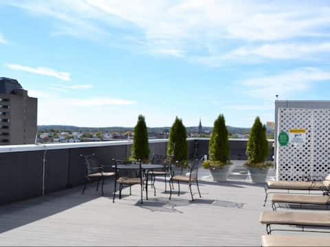 City view on Roof tanning deck Downtown Manchester