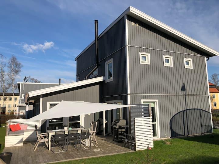 Nybyggd villa nära skog och sthlm city