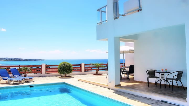 4 Bedrooms & 4 Bathrooms With Private Pool & Sea Views. Car Not required.
