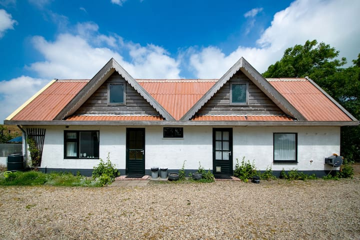 Holiday home in beautiful surroundings nearby the coast of Noord-Holland province