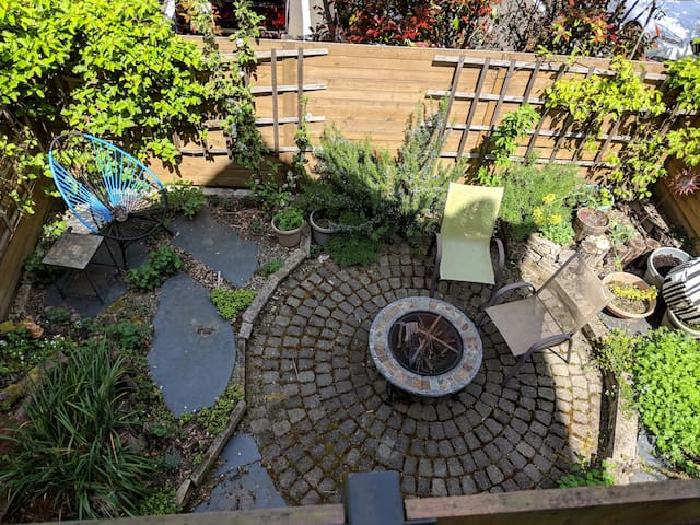 Columbia City/Hillman City bedroom, garden