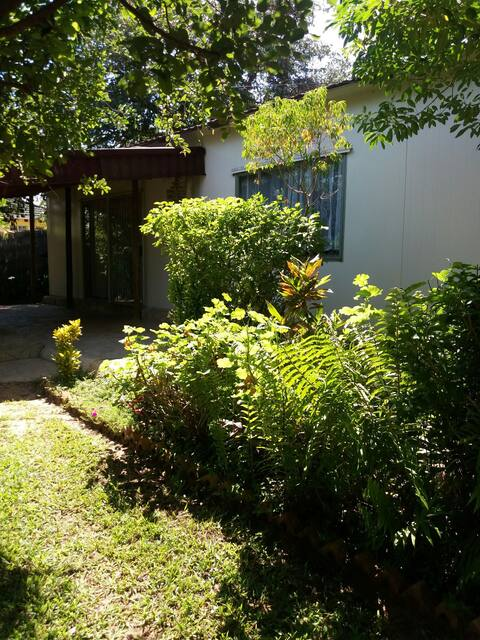 SIMWANZA HOUSES:3 bedroomed luxury accomodation