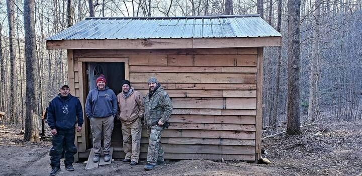 Cabin 360 - hidden along a mountain trail