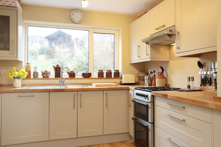 Crisp clean contemporary getaway space - Corsham - Bungalou