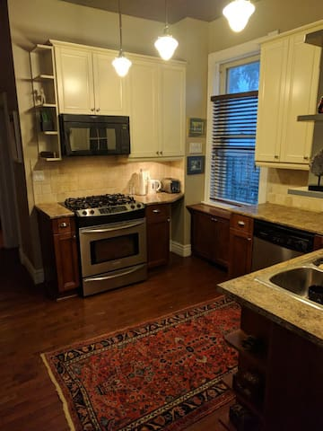 Fully equipped Kitchen: Gas stove