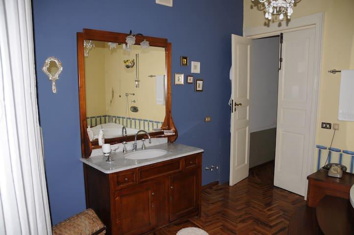 A casa di TERESA (cell (PHONE NUMBER HIDDEN)) - Trecchina - Bed & Breakfast