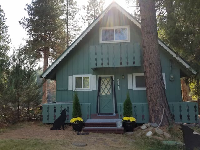 Wolf cabin cabins for rent in leavenworth washington for Leavenworth cabin rentals