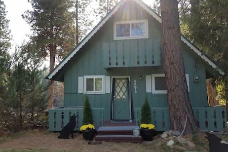 Wolf Cabin - Leavenworth