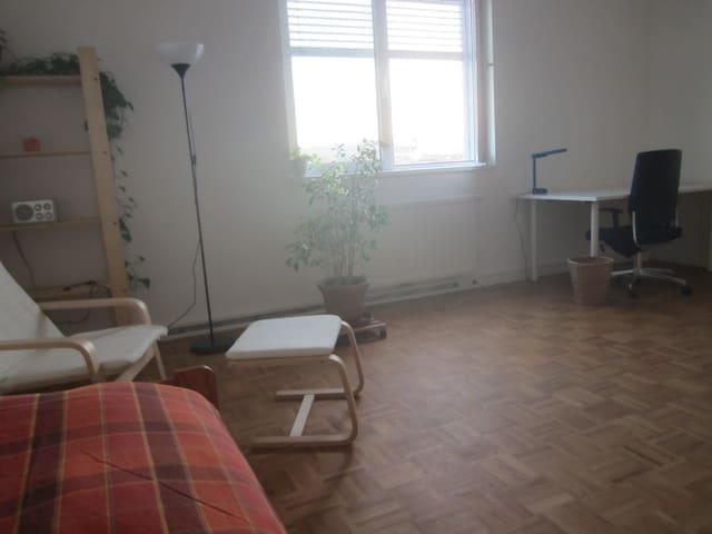 Zimmer/Bahnnähe/Parken/Donaunähe - Alkoven - Outro