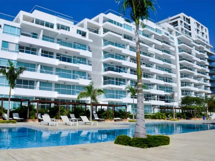 EXCLUSIVE SEAVIEW APARTMENT WITH PRIVATE BEACH!!!!