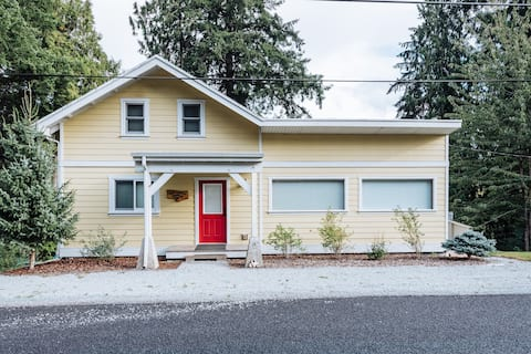 Skagit Steelhead House - Historic 4 bed on River