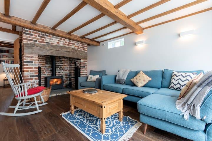 SandiCottage - Charming traditional cottage