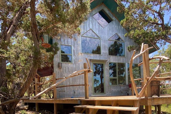 Romantic Hideaway, Wade's Cabin