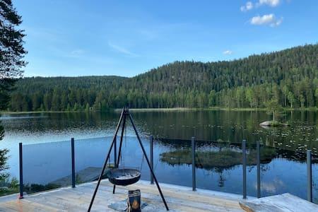 Cozy house by a lake 25 min outside of Oslo