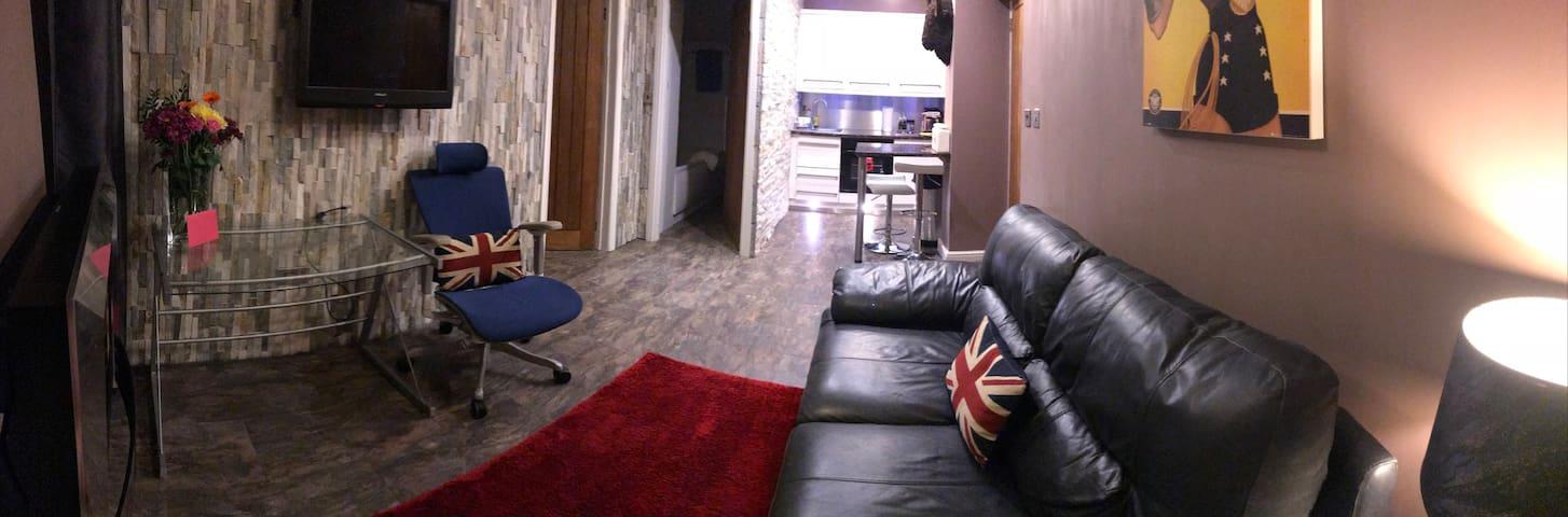West Wing - Modern studio flat