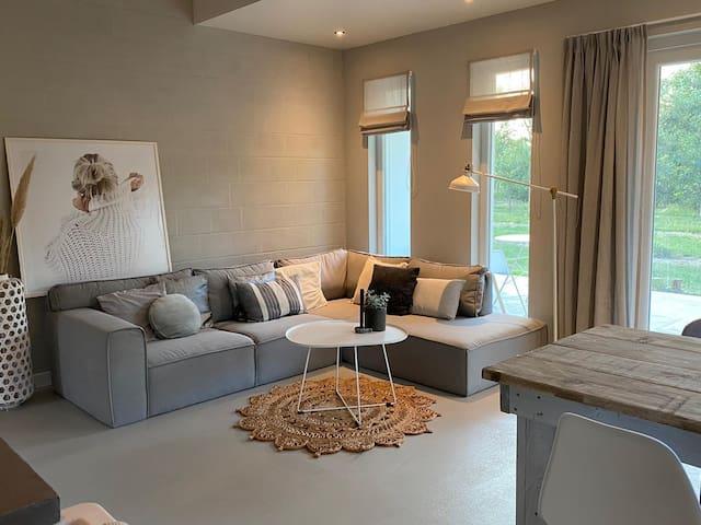 Stijlvol huisje met veranda! Tuynloodz 1