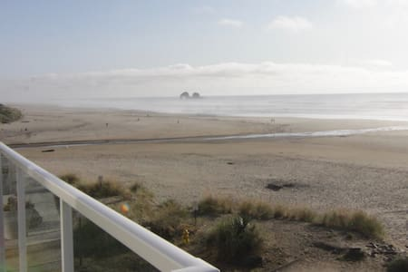 New! Rockaway Beach Ocean View & Twin Rocks!