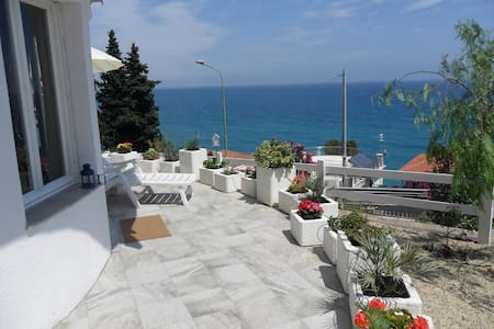 Breathtaking sea view / Vista mare - Marina di Andora - 独立屋