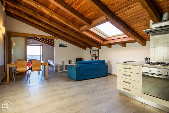 Romantico attico con Balcone Vista Mozzafiato