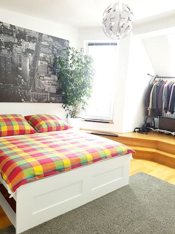 BIG BRIGHT PRIVAT ROOM+BALCONY 15 MIN FROM CENTER