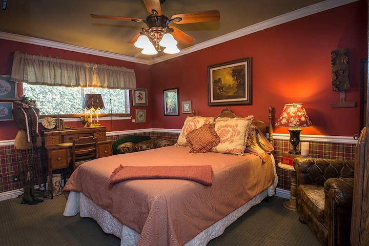 Charming & gracious Seal Beach B & B with garden.