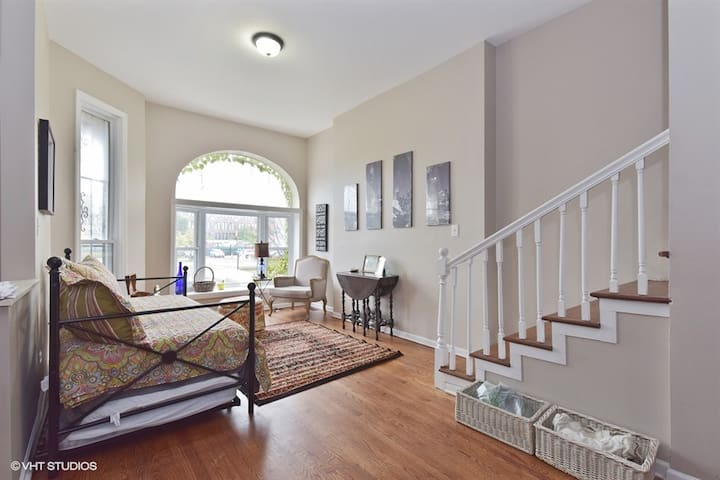 Completely Renovated Townhome Close to McCormick - Chicago