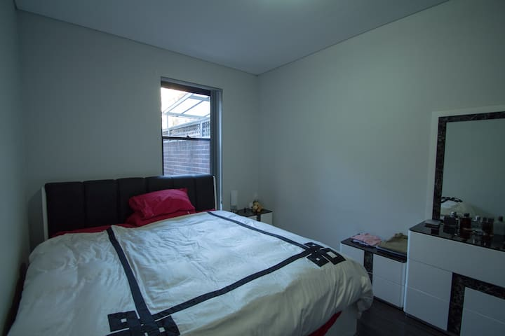 King size bed in AWESOME location - Pyrmont - Wohnung