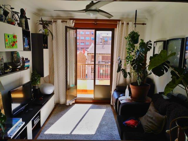 Santurtzi. Habitacion cama doble.
