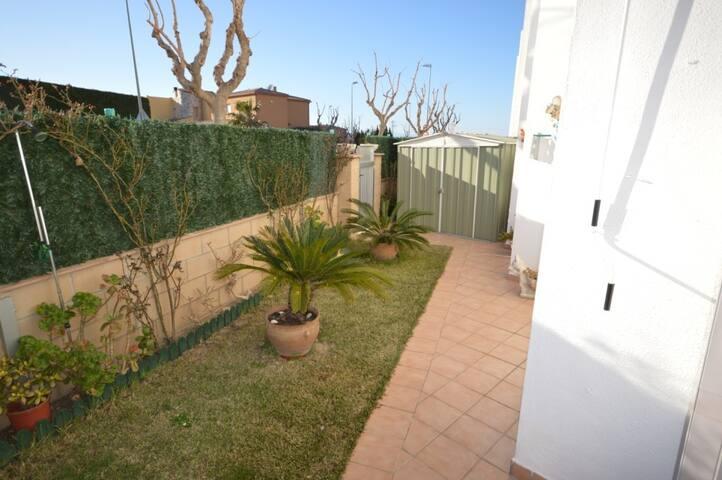 Acogedor apartamento con jardín.  Provença