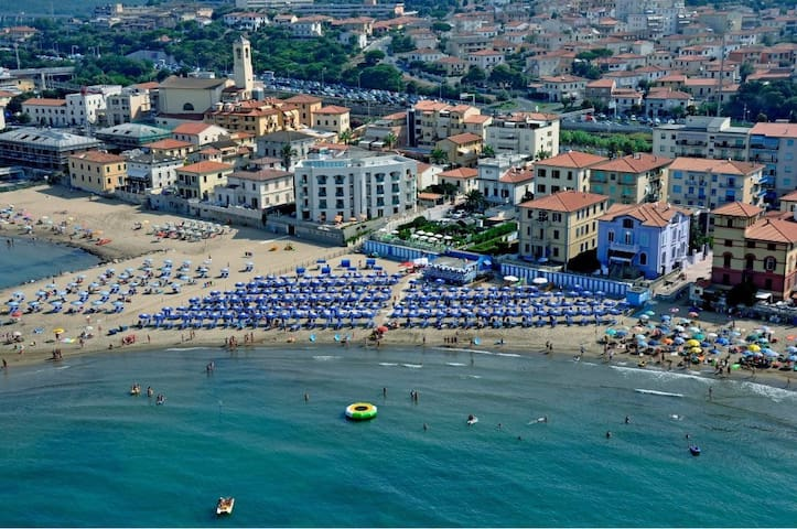 The comfortable flat for family and friends - San Vincenzo - Wohnung