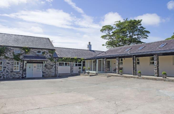 Bryn Eira Stables, Llanfairpwll, with indoor pool - Llanfairpwllgwyngyll - Prázdninový dům
