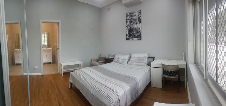 Ensuite queen bed room