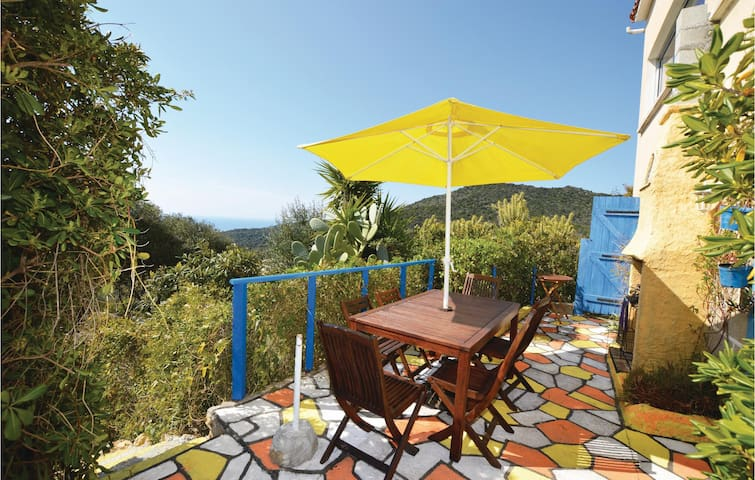 Holiday apartment with 3 bedrooms on 94m² in Serra di Ferro