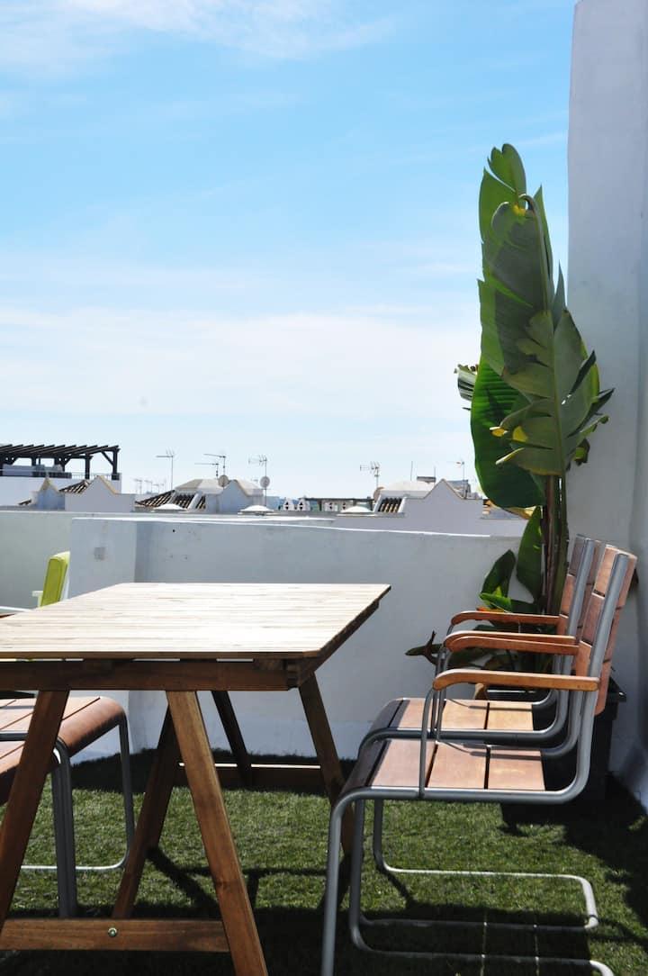 Casa Nueva. Céntrico. Gran terraza y vistas al mar