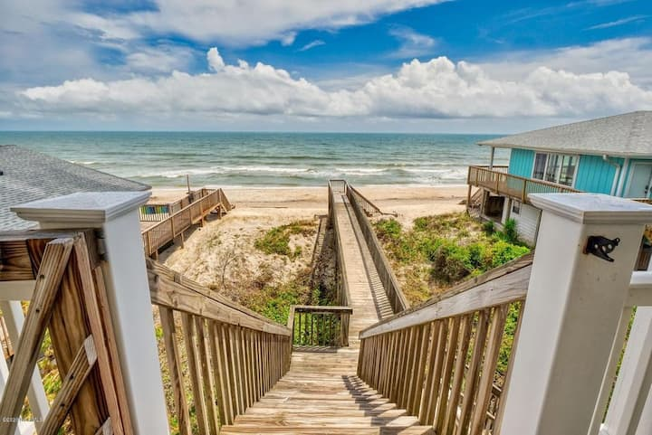 BreeSea view OCEAN FRONT FAMILY BEACH HOME