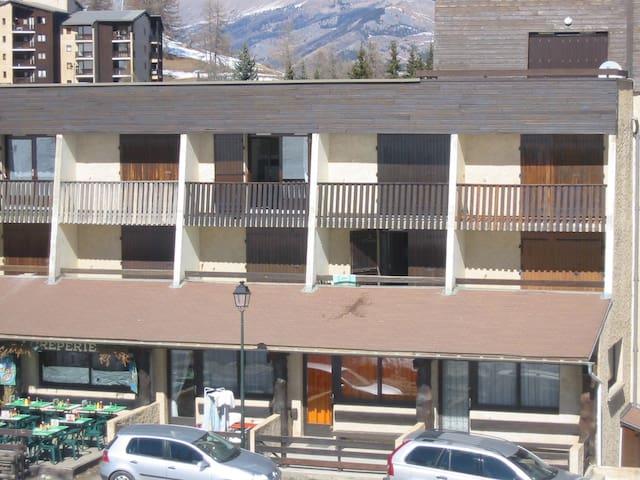 STUDIO 6personnes AU PIED DES PISTES - Enchastrayes - Apartamento