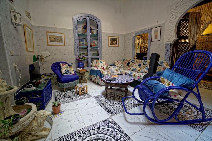 Espace séjour/salon au rez de chaussée pour soirée et partager une discussion ou simplement pour se relaxer...